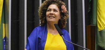"""""""Venceremos esse atraso"""", diz Perpétua, nova líder do PCdoB na Câmara"""