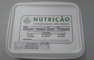 Hospital que trata Covid entrega refeições com mensagens de esperança