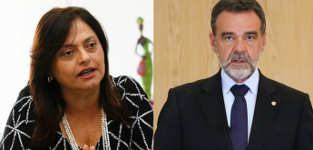 Deputados comemoram a vitória dos historiadores contra Bolsonaro